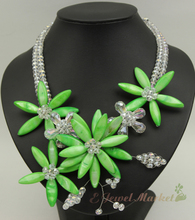 N13062422 green MOP shell crystal flower necklace