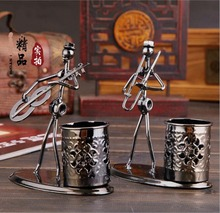 New Arrival Christmas gift Retro brush pot Music wrought iron man pen container desk Ornaments artware boutique crafts(China)