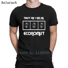 T-shirt for economists, financier or accountant gifts presents
