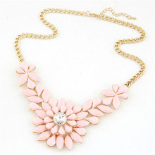 2017 new arrival women necklace girl Fashion Rhinestone Flower Resin Statement Necklace Pendant vintage ornamentation chain