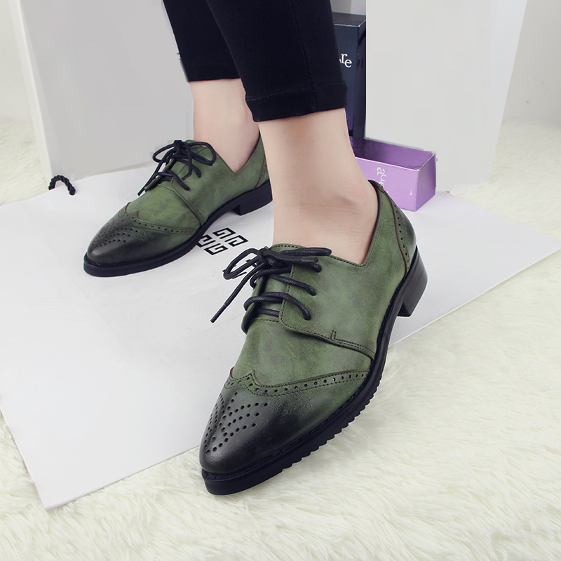 2016 Vintage Brogue Shoes Woman Pointed Toe Slip On Cut-Out Women Oxfords Casual Lace-Up Ladies Flats Plus Size 35-41<br>