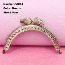 PA244 Purse Frame Hanger Embossing Kiss Fish 8.5cm Bronze Metal Clasps Purses Accessories Handles Handbags Diy Bag Parts