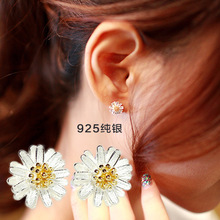 New Charm 925 Sterling Silver Gold Daisy Flower Earrings for Women Hot Sale Pendientes Plata 925 Statement Jewelry Girls Gift