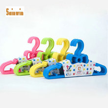 Sainwin 20pcs/lot 29cm New Baby bowknot hanger child clothes pegs plastic kids clothes hangers for clothes 8 color(China)