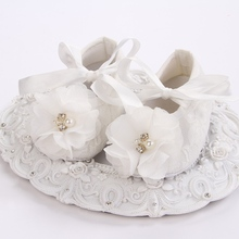 baby girl shoes pearl,ivory christening baby shoes for girl,infant lace flower booties baby walker for baptism #2X0123 retail(China)