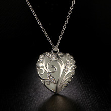 Heart of Leaf Punk Luminous Heart Pendants & Necklaces Glow in the Dark Amulet Sweater Chain Gift Ancient Love Jewelry