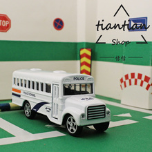 1:64 Alloy car model school bus Children's toys Decoration The door can switch Pull Back Children like the gift