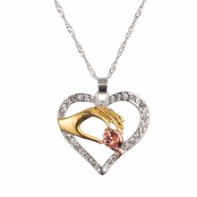 TOMTOSH 2017 New Hot Mother And Child Pendant Gift For Mom Golden Mom Charm Necklace Hand Heart Love Mom Family Jewelry Big Sale
