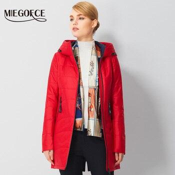 Miegofce 2017春暖かいレディースパーカーシンプルデザインヨーロッパ女性キルティングコートジャケット付きフードmd-長綿パッド入りジャケット