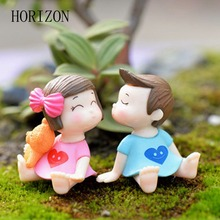 Hot 4pcs/1set Sweety Lovers Couple Figurines Miniatures Fairy Garden Gnome Moss Terrariums Resin Crafts Decoration Accessories