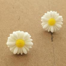Bare Hands Available Fashion Jewelry Wholesale Exquisite Elegance Simple Fashion Small Daisy Earrings Girl Gift Earings Flower
