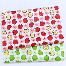 Fashion 2 Colors 40x50cm Red Green Apple Fruit Printed 100% Cotton Fabric Bundle For DIY sewing Doll Cloth home decoration(China)