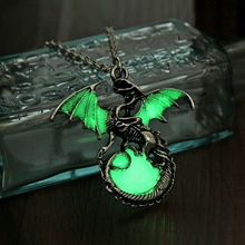 2017 Game of Throne dragon Punk Luminous Dragon Pendants Necklaces GLOW in the DARK dragon amulet Sweater Chain Gift ancient