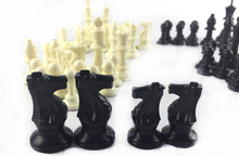 International Chess Game Medium Plastic 32 Chess Piece  Which Without Chessboard Children /Teenager Joy Player For Hot Selling