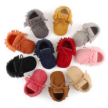 Delebao New Design Tassel Style Baby Shoes Grind Arenaceous Tassel Style Infant Toddler Baby Boots