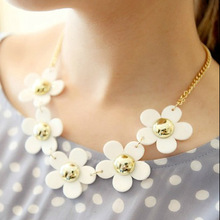 !Fashion Vintage plastic flower short necklace design small daisy necklace female short design flower necklace