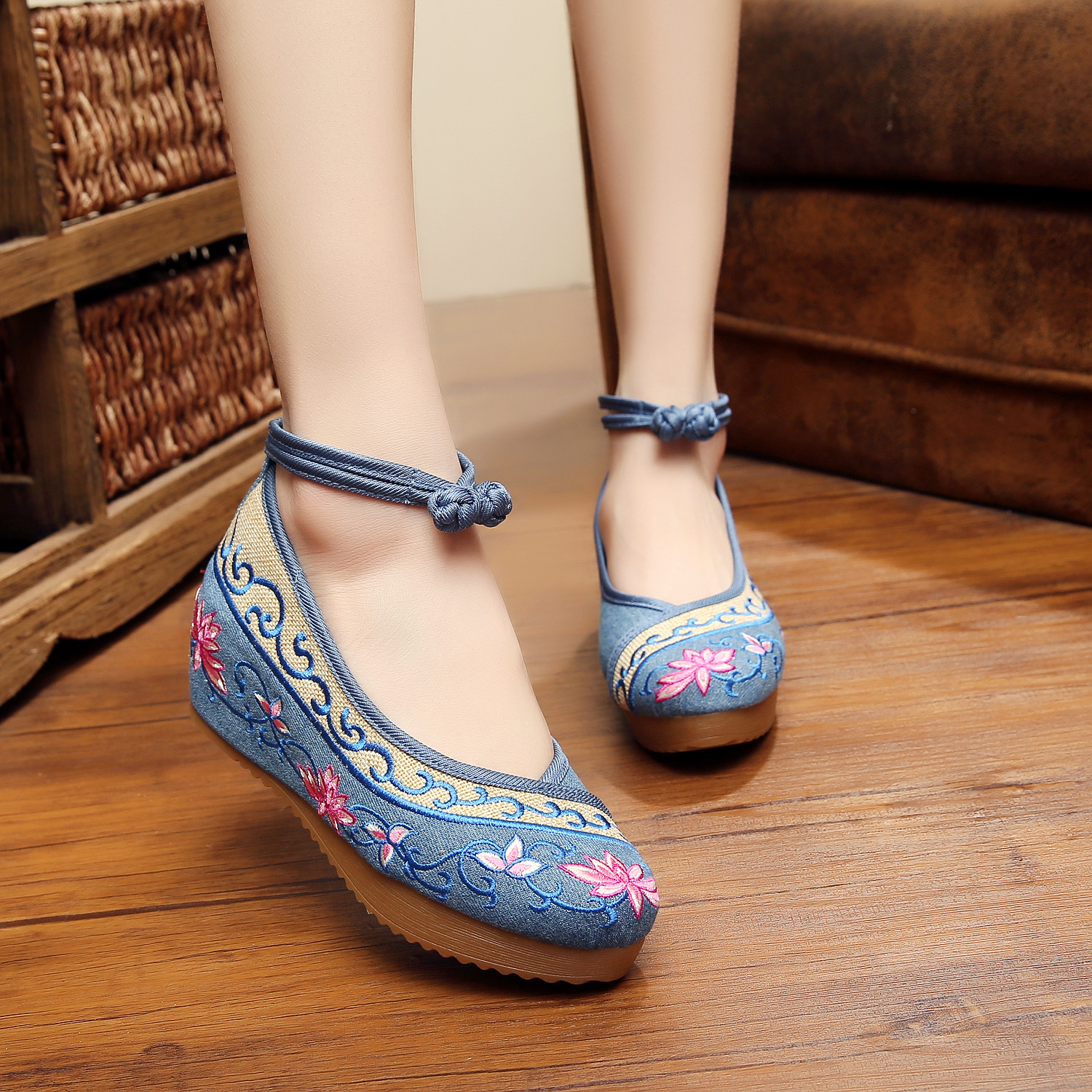 2017 New 5cm wedge heels Chinese women Lotus embroidery shoes flats leisure zapatos mujer creepers espadrilles four colours<br><br>Aliexpress