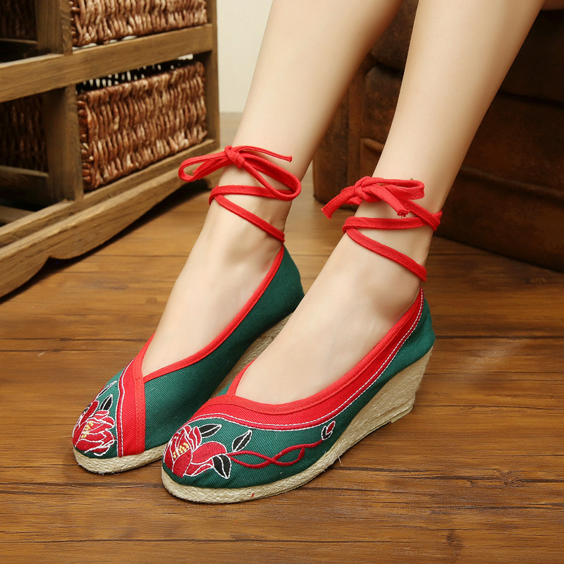 Vintage Embroidery Pumps old Beijing cloth embroidered national lace up  women s fashion shoes <br><br>Aliexpress