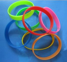 100pcs mixed colors and sizes rubber silicone wristband for promotion gifts EG-WBS001 solid color cheap bands(China)