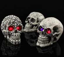 Horror LED Flashing Lights Resin Skull for Halloween Party Bar Club Decoration Terrorist Spoof Props