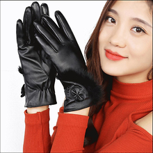 C Female Gloves Mitts Women Winter Glvoes Fur Bow Cuff Ladies Elegant Windproof Leather Gloves Mittens Woman Luvas guantes