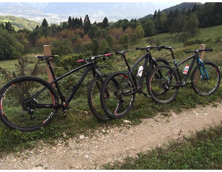 THRUST Karbon Çerçeve 29er 15 17 19 mtb bisiklet şasisi 27.5er 7 Renk Kırmızı Sarı Yeşil Mavi Beyaz Siyah Mounatian bisiklet iskeleti