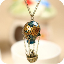 Hot sale retro jewelry around the world soaring the Earth hot air balloon long necklace