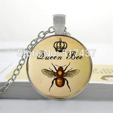 HZ--A100 2017 New Queen Bee Necklace animal cute pendant personalized picture necklace Art Glass Cabochon Necklace