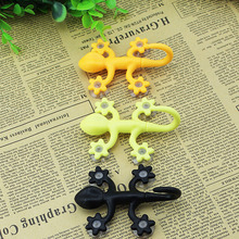 PVC Suckers Super Suction Gecko Pattern Hooks Powerful Vacuum Coat Hooks Wall Decoration Color Random(China)
