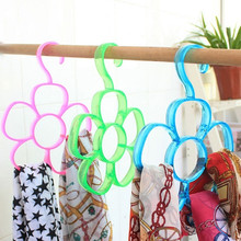 1pc Circle Flower Shape Plastic Hangers Hook Organizer Scarf Shawl Tie Belt 6 Holes Slots Clothes Stand Holder Housekeeping Tool