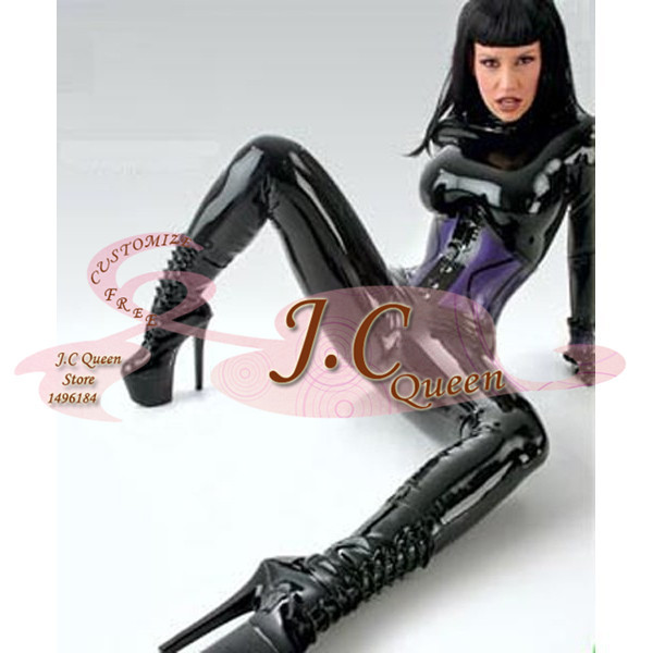 BDSM enthusiast Latex Lucy toying MILF pussy in fetish clothing and hood № 959447 без смс