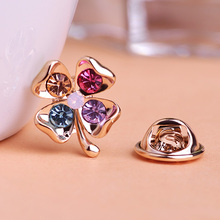 New Colorful Clover Brooches Summer Gift Accessories Shiny Crystal Suit Shirt Lapel Pins Female Flower Clover Brooch Joyeria VAZ