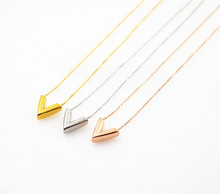 YUNRUO New Arrival Fashion Cubic V Pendant Necklace Titanium Steel Rose Gold Color Woman Jewelry Wholesale Gift for Girl