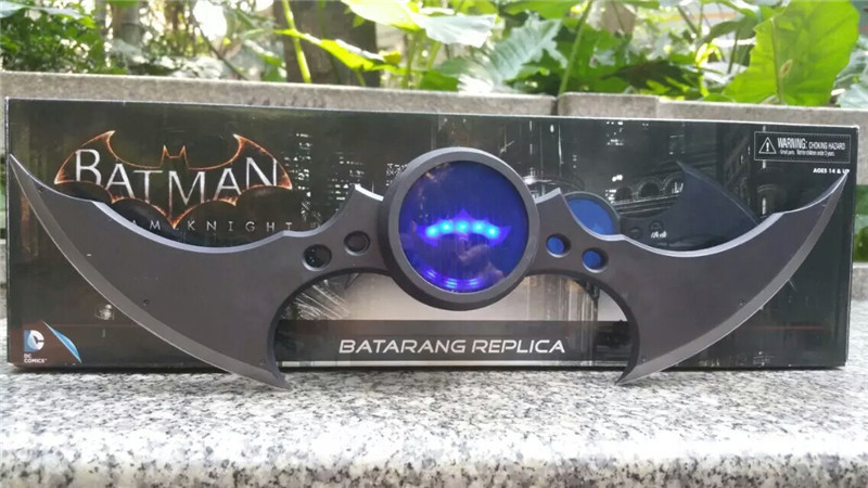 40cm High Quality NECA Batman Darts The Dark Knight Rises Batman Weapon Cosplay Flashing Darts Scalable<br>
