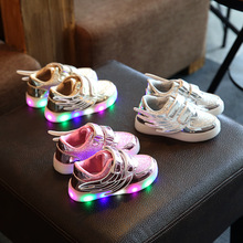 2017 European fashion LED lighted toddler first walkers Wing design baby girls boys shoes fashion casual baby glowing sneakers(China)