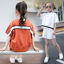 Children's clothing 2017 summer new girls fashion trend casual Stitching short-sleeved T-shirt plus shorts two-piece suit 4