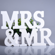 1Set Big Size Wooden Letters Sign White Mr & Mrs Romantic New Wedding Gift Wedding Party Top Table Decoration Take Pictures Prop