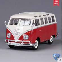 VW Bus T1 Maisto 1: 24 Original alloy car models Retro Bus Toy Samba Holiday Gift Collection Pink Small truck Classic cars