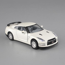 1:32 alloy sports car model simulation car models music lights back to power Nissan toys decorative ornaments ornaments gift