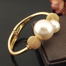 Fashion Alloy Simulated Pearl Bracelets European Charming Women Accessories Cuff bangle Jewelry Exquisite Gifts B323(China)