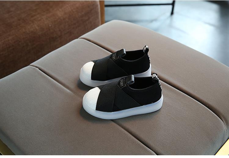أحذية الأطفال مضيئة 14
