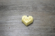 30 Pcs/17mm beige resin heart shaped  Love Chocolate Cabochon Charms Charm DIY Cell Phone Deco Jewelry Making Finding Key chain