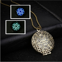 2017 Europe And the United States New Light Can Open The Phase Box Retro Pendant Wholesale Hollow Luminous Pendant Necklace 031(China)