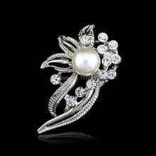 Hot Sale New Arrival Europe Classic Style Stunning Wedding Bridal Silver Flower Diamante Faux Pearl Brooch Pin
