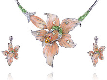 Painted Daffodil Flower Bee  Crystal Rhinestone Necklace Earring Set
