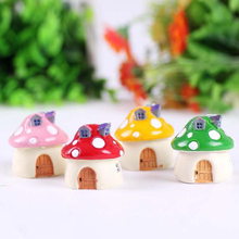 1PCS Cute 5*4.5*4.5cm Mushroom Resin Toy Doll Game Figure Statue Baby Toy For Children Kids Gifts Action & Toys 4 Colors AFT27