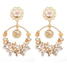 1pair Baroque Fashion Celebrity Style Womens Round Golden Flower Long Dangle Statement Earrings Vintage Retro Jewelry Gift