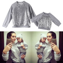 Fashion Winter Family Matching Mom Daughter Newborn Baby Girls Sequin Sparkle Top Blouse Sweatshirt Clothes Outfits S M L XL (China)