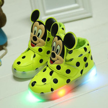 2018 European cartoon LED shoes fashion cool colorful lighting baby girls boys sneakers high quality baby first walkers toddlers(China)