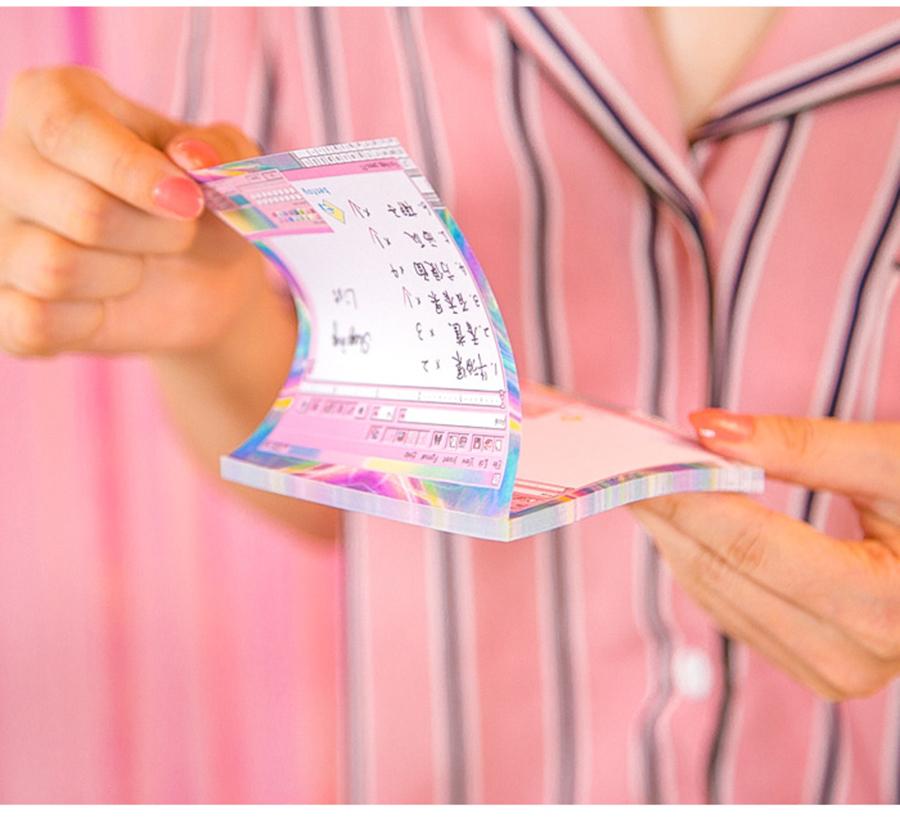 Arvutistiilis roosakad märkmepaberid